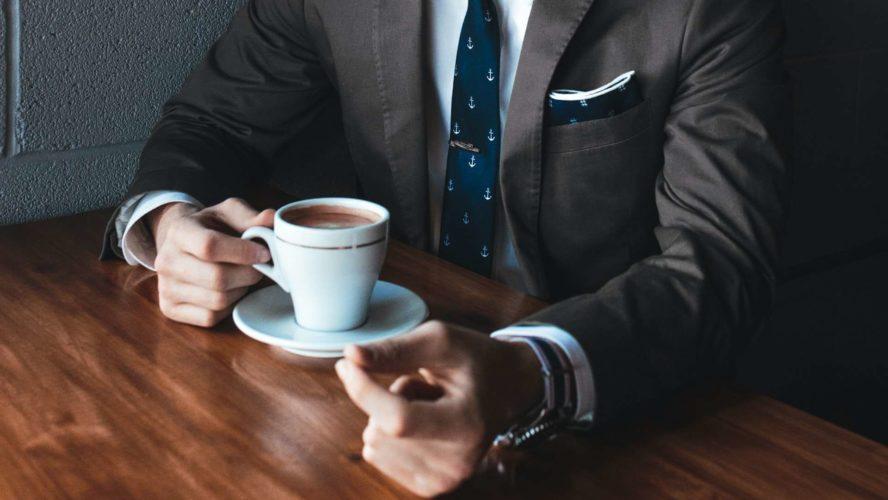 القيادة بثقة: إدارة وبناء الثقة من خلال الاتصالات