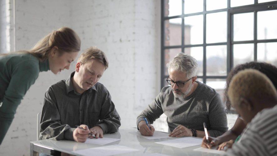 القيادة القائمة على العلاقات: تأسيس علاقات أقوى لبناء مؤسسة قوية